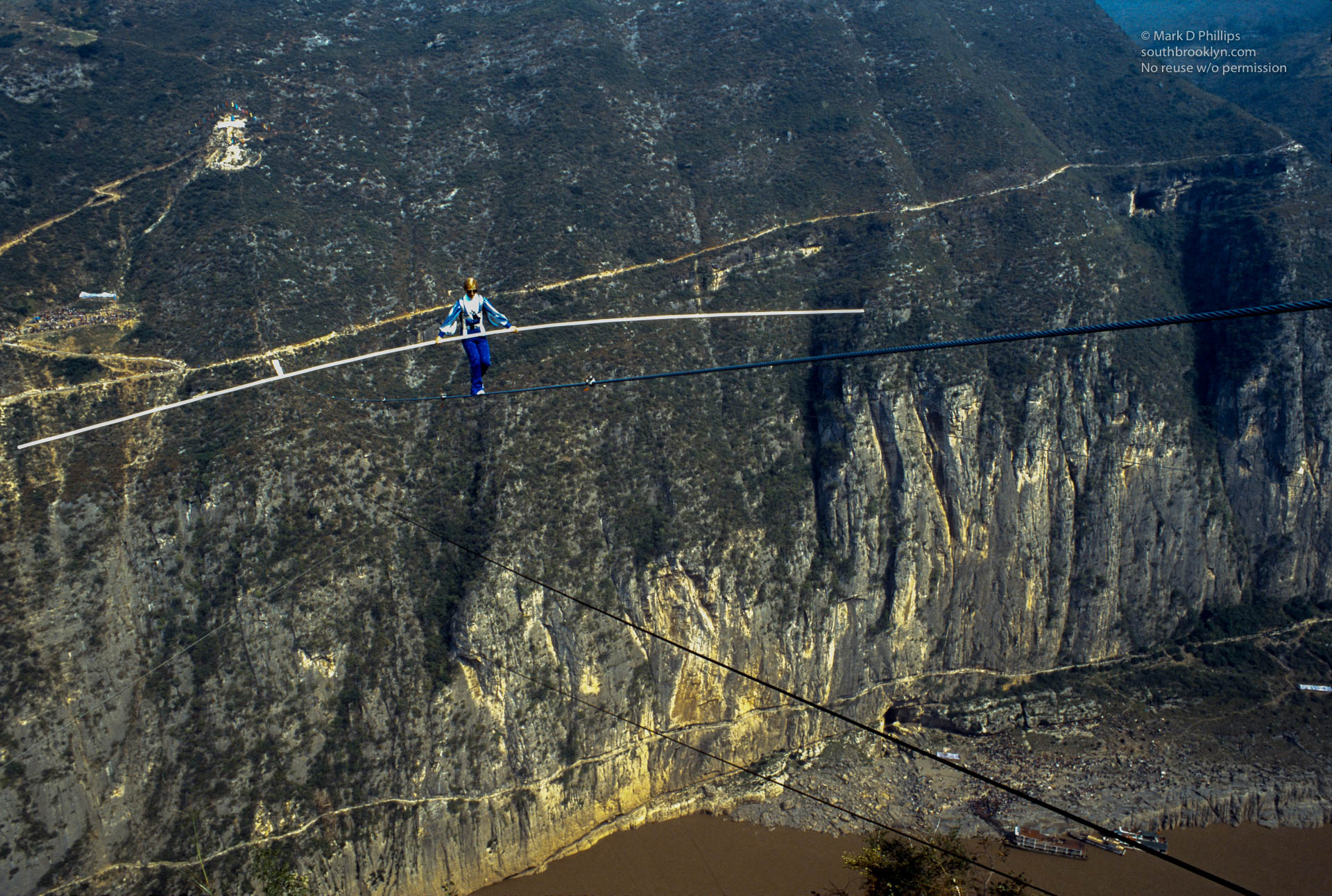 Jay Cochrane skywalks across middle of wire above Yangtze River in Qutang Gorge, China, during the Great China Skywalk on October 28, 1995. ©Mark D Phillips