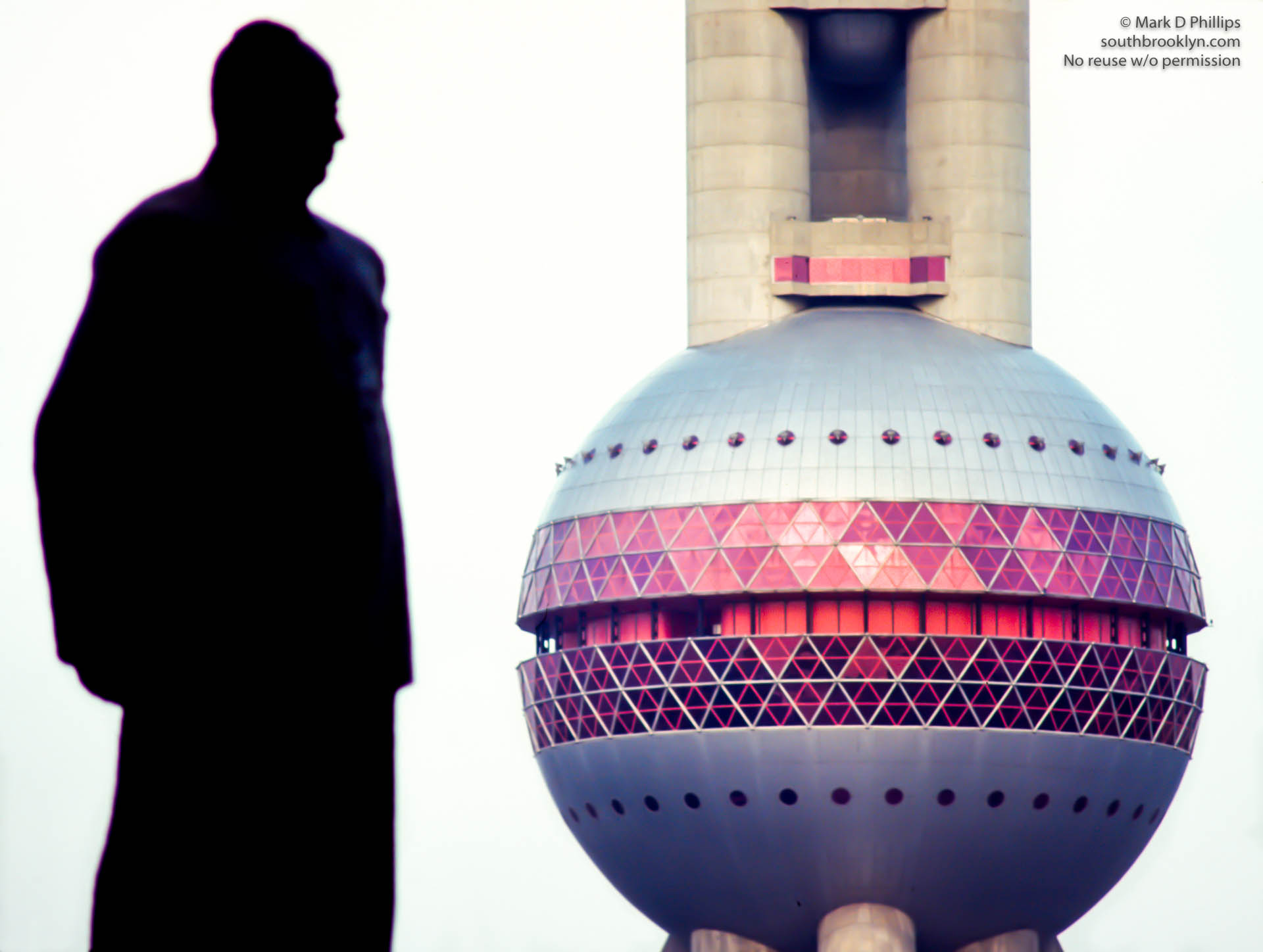 Mao Statue and the Pearl of the Orient Tower in Shanghai, China