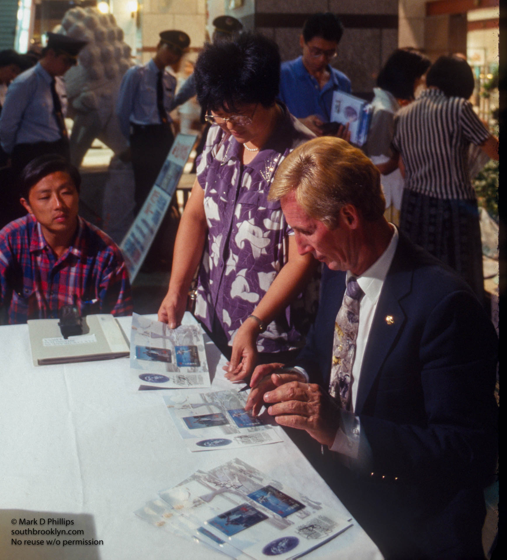 Jay Cochrane signs autographs in Shanghai, China, before the Shanghai Tourism Festival on September 24, 1996.